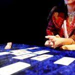 Türkische Kartenlegerin am Telefon